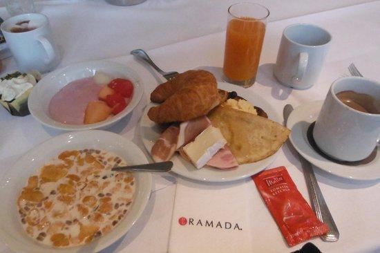Ramada Huerth-Koeln: 朝食