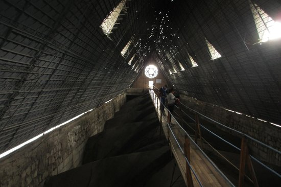 Basílica: Walk above the vaulted ceiling