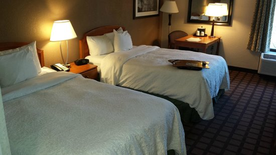 Hampton Inn Plymouth Meeting : Hampton Inn beds are always comfy