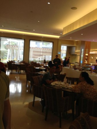 Widus Hotel and Casino: Breakfast buffet dining area