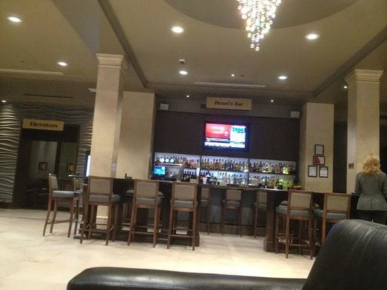 One King West Hotel & Residence: bartenders are real cool in the lobby bar