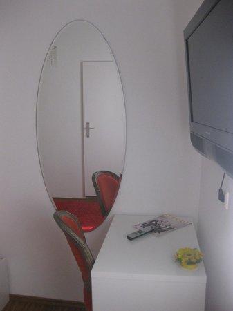 Medusa Hotel : Зеркало