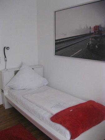 Medusa Hotel: Кровать