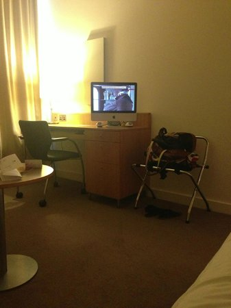 Doubletree by Hilton Hotel Leeds City Centre: Room again