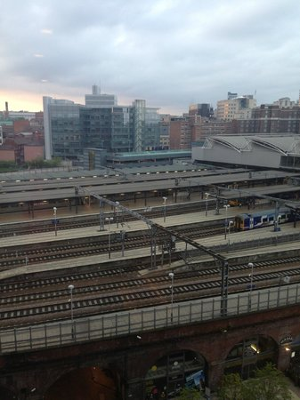 Doubletree by Hilton Hotel Leeds City Centre: Train station view!