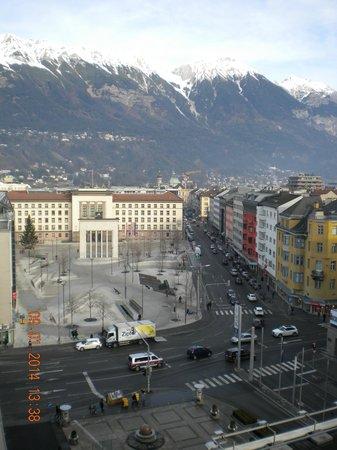 Hilton Innsbruck: Вид из отеля на город