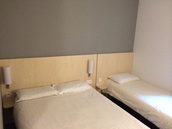Ibis Budget Cannes Centre Ville: Chambre grand lit et lit simple