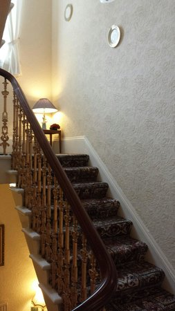 Ardconnel House B&B: Escalera