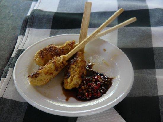 Bali Spirit Hotel and Spa: Cours de cuisine : brochettes de poulet sauce (très) pimentée