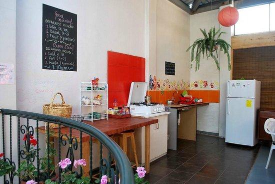 Minka Hostel: Cocina para uso de los huéspedes