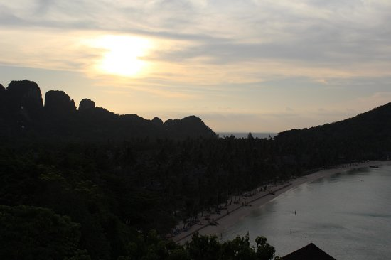 Phi Phi Island Village Beach Resort: baia do Outtriguer