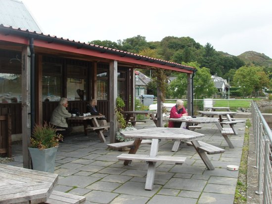 Tayvallich Coffee Shop : Outside deck