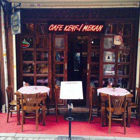 Keyf-i Mekan Cafe And Restaurant: Hunter & Tunya.