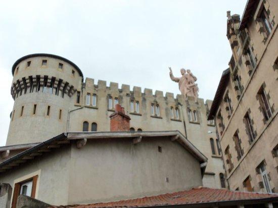 Shrine Of St. Joseph : Eglise chateau