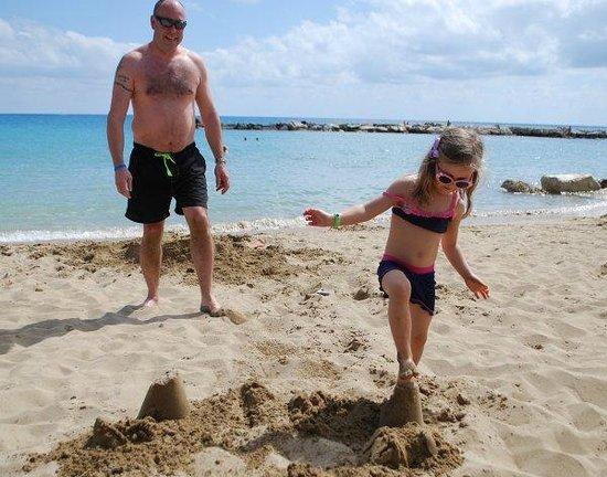 Coral Bay: sandcastles