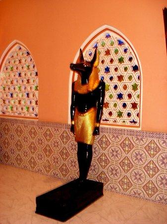 Fantasia - Alf Leila Wa Leila : Egyptian statue