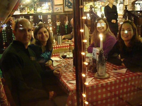 La Taverna : pasta, wine, friends and a nice view