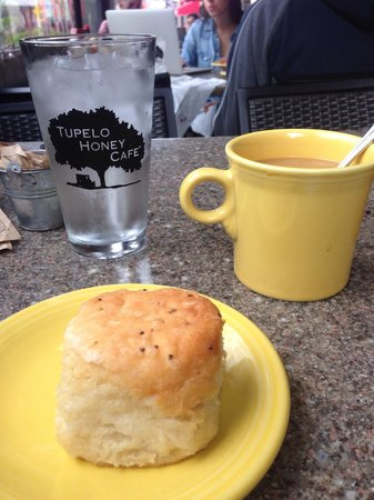 Tupelo Honey Cafe: Tasty biscuits!