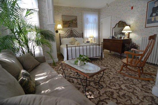 Pilgrim House Inn: Sunny Room