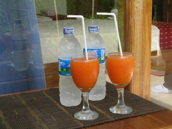 CF Komodo Hotel: welcome drinks