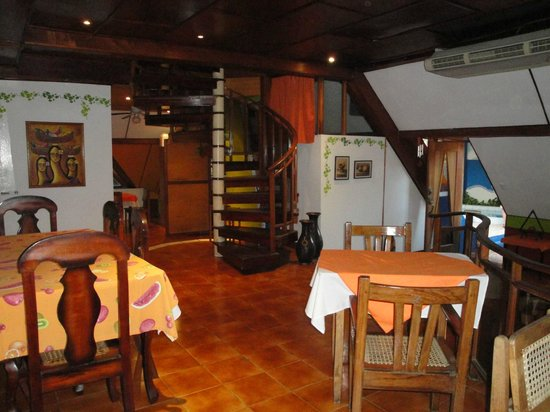 Hotel La Pyramide: lobby area