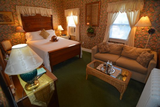 Pilgrim House Inn: Room On The Second Floor