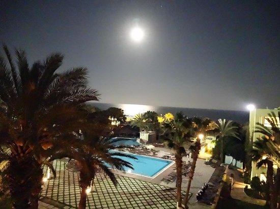 Hotel Paradis Palace : Mond
