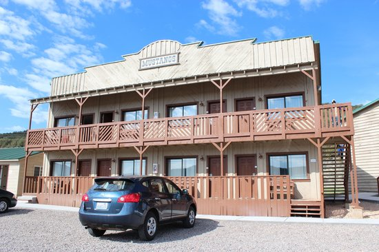 Quality Inn Bryce Canyon: The building where our room was