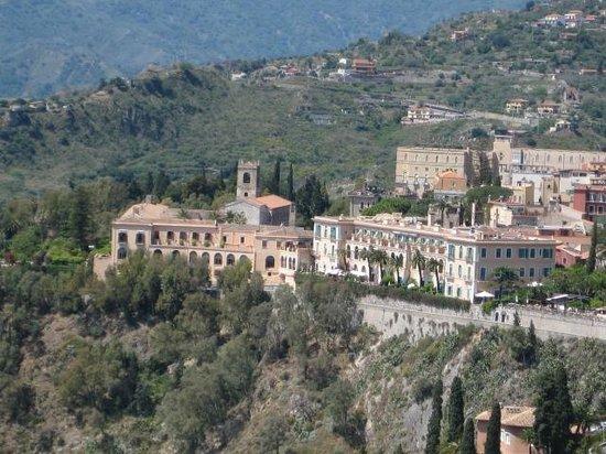 San Domenico Palace Hotel: VISTA DEL HOTEL DESDE EL TEATRO GRIEGO