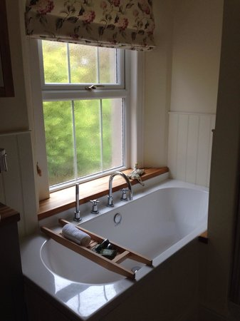 Crosby Bed and Breakfast: Big bath in double room