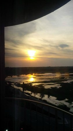 Holiday Inn Charleston Riverview: Sunset from our room