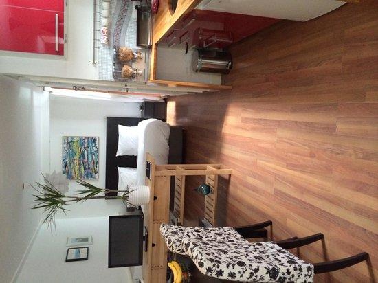 Amphora Apartment: Living, bedroom