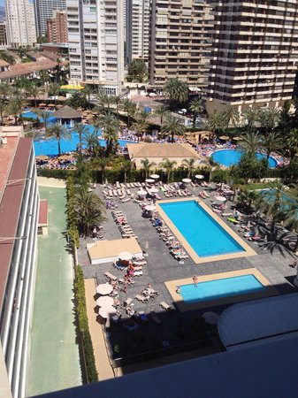 Flash Hotel Benidorm: View from the 9th floor of the 2 pools :)