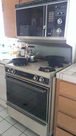Great Energy Bed and Breakfast: Cooker range from the 80's still in good working order