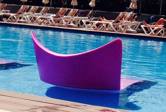 Hotel Riu Don Miguel: Preciosas las hamacas dentro de la piscina