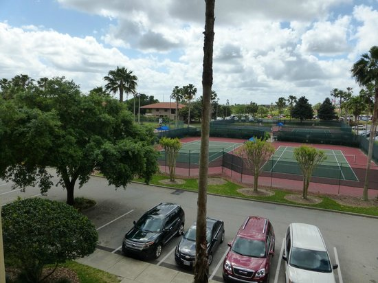 Holiday Inn Club Vacations At Orange Lake Resort : View of the tennis courts from our unit