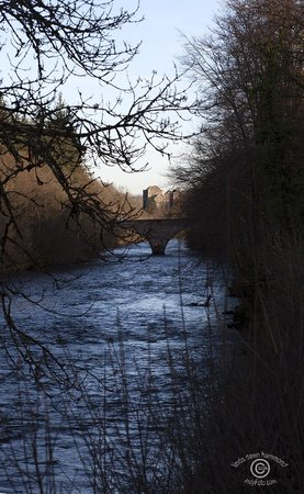 The Hairy Coo - Free Scottish Highlands Tour : Doune Castle on the River Teith
