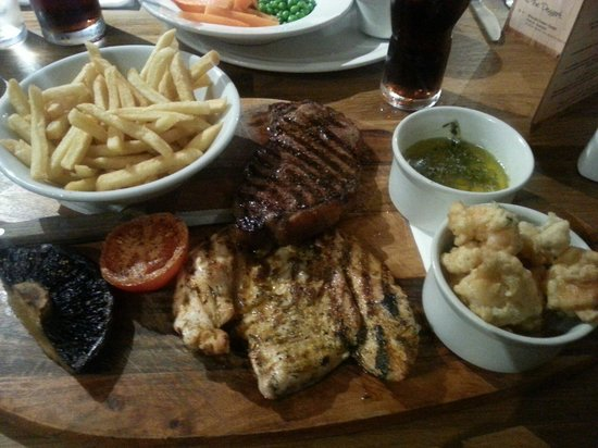 Oakley's Grill & Pizzeria: Steak and Chicken platter. I substituted wings for prawns and had the rosemary & thyme butter. O