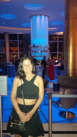 Fontainebleau Miami Beach: Lobby bar at night time