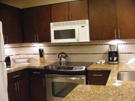 Marriott's Desert Springs Villas II: Full size Kitchen with full amenities & appliances, dishwasher, blender, coffeemaker, etc . .