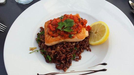 Marina Ristorante : Salmone alla griglia su letto di riso venere