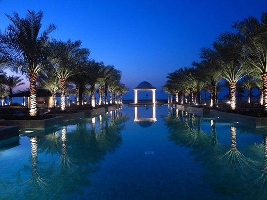 Hilton Ras Al Khaimah Resort & Spa : Pool am Abend