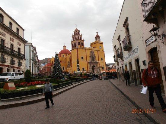Basilica of Our Lady of Guanajuato: Vista da Basilica!