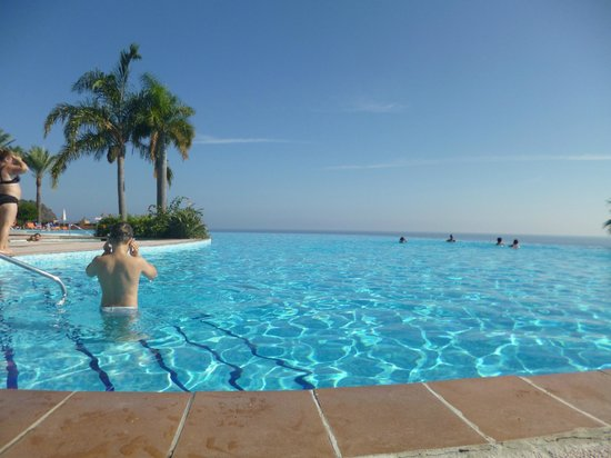Playacalida Spa Hotel : Piscina vista mare