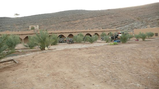 Auberge Camping Oasis El Mharech : parking