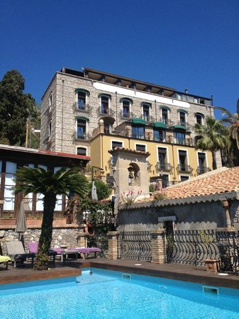 Poolside view of Hotel Villa Carlotta