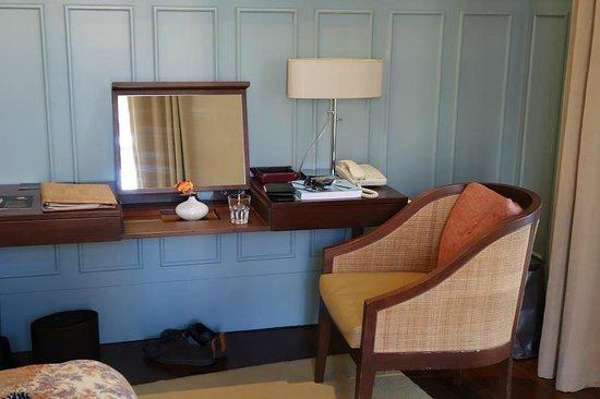 Bairro Alto Hotel: desk area