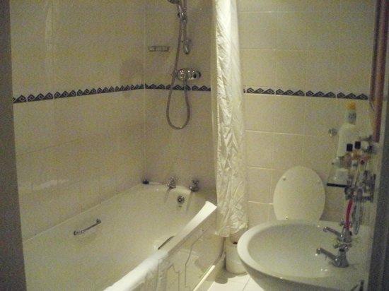 The Beaches Hotel: spotless bathroom