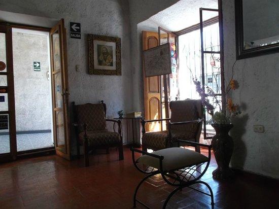 Arequipa, Perú, Hostal Santa Marta. Recepción y acceso a internet.