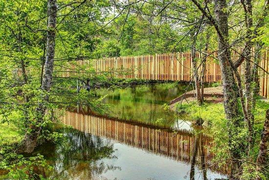 Le moulin de la Tardoire : The new footbridge over the Tardoire to the restaurant